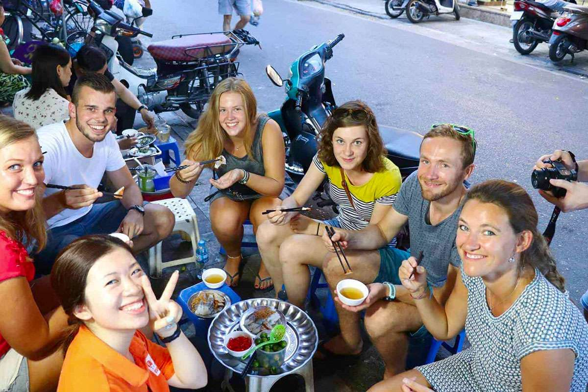 experience-eating-in-hanoi-best-food-in-hanoi-old-quarter