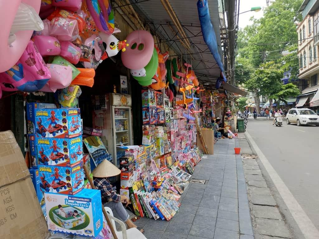 toys-luong-van-can-street
